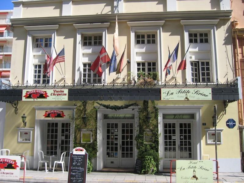 hotel-le-petit-sirene-nett-suesse-porno-maedchen