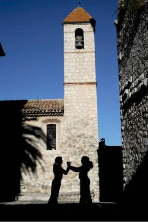 Chapelle des penitents blancs decoree par folon c te d - Office de tourisme saint paul de vence ...